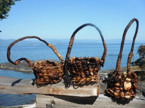 Full Bull Kelp Basket with Handle